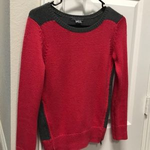 VINCE red and gray sweater